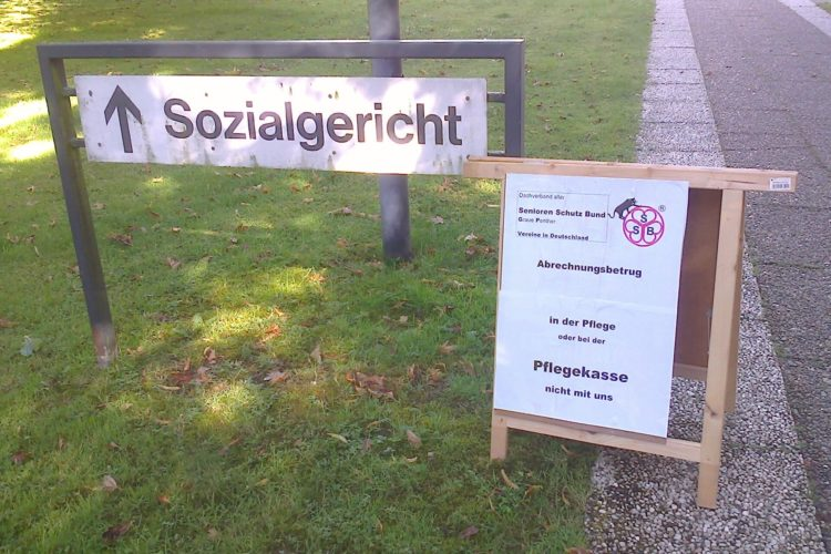 Mahnwache vor den Sozialgericht Lübeck
